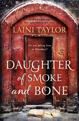 Picture of Daughter of Smoke and Bone : The Sunday Times Bestseller. Daughter of Smoke and Bone Trilogy Book 1